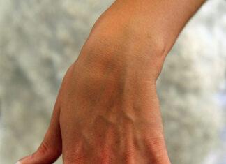 Jak wybrać wyjątkowy pierścionek zaręczynowy